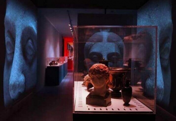 Pompeii and the Greeks,the exhibition with the meeting of  two peoples