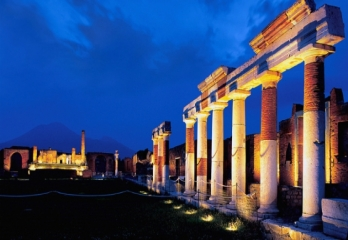 Pompeii Ruins,the return of night events